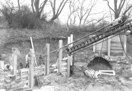 ARH Slg. Bartling 803, Erichsberg, Abtragung der Erdmassen zur Freilegung des Eingangs zu den Kasematten, Neustadt a. Rbge., um 1980