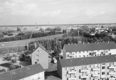 ARH Slg. Bartling 825, Blick über die Dächer der Nordstadt nach Osten auf die Umgehungstraße (B 6) und die Firma Kali-Chemie Pharma GmbH vom Kirchturm der katholischen Kirche, um 1970