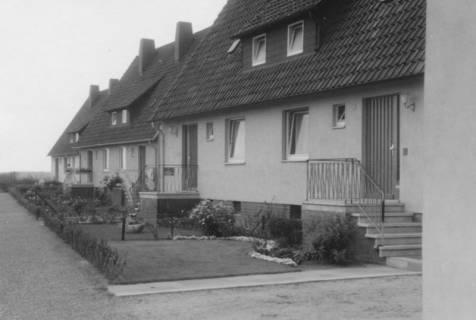 ARH Slg. Bartling 827, Goetheplatz, neue Einfamilienhäuser (Reihenhäuser), Neustadt a. Rbge., um 1970