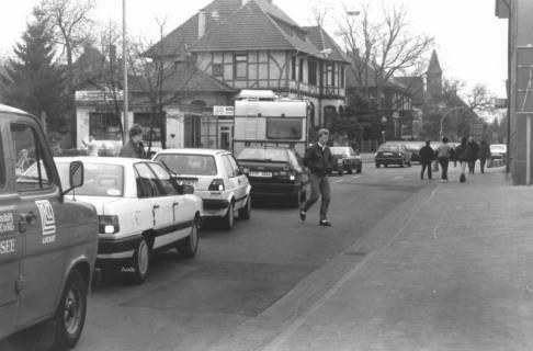 ARH Slg. Bartling 840, Wunstorfer Straße, Blick über die stark befahrene Straße nach Süden auf die Villa Canenbley, Neustadt a. Rbge., um 1980