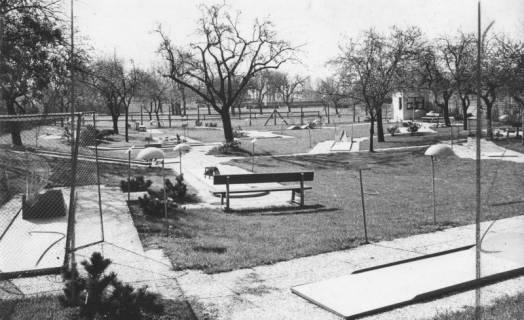 ARH Slg. Bartling 1503, Minigolfanlage im Spätherbst, Neustadt a. Rbge, 1974
