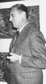 ARH Slg. Bartling 1604, Oberkreisdirektor Hans Meier mit Pfeife in der Linken, Neustadt a. Rbge., um 1972