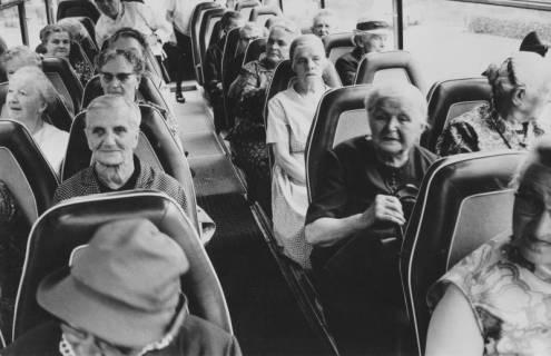 ARH Slg. Bartling 1860, Senioren in einem Bus der Bundeswehr, Neustadt a. Rbge., 1969
