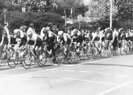 ARH Slg. Bartling 1900, Rennfeld von DDR-B-Radrennern (?) beim Straßenrennen, Neustadt a. Rbge., 1989