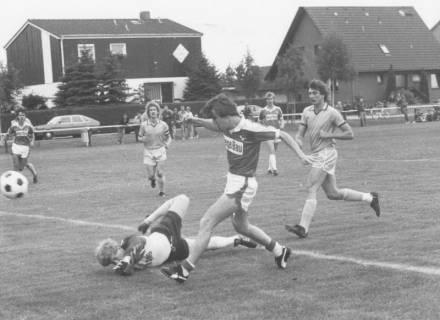 ARH Slg. Bartling 2001, Torschussszene aus einem Spiel des STK Eilvese gegen TSV Havelse II, Blick von der Torlinie rechts, um 1975
