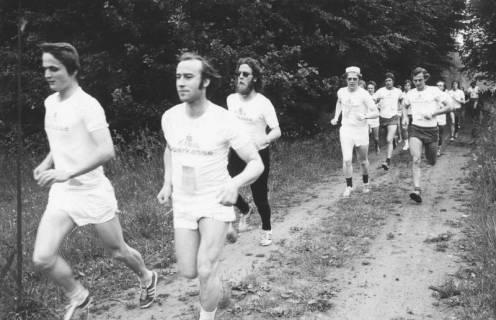ARH Slg. Bartling 2061, Männner beim Waldlauf, 1974