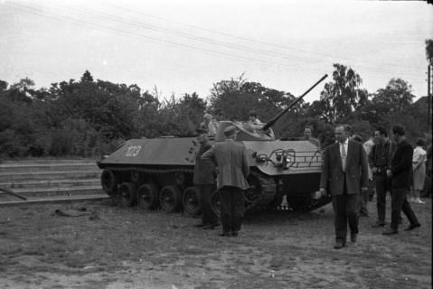 ARH Slg. Fritsche 64, Werbeschau der Bundeswehr auf dem Schützenplatz, Burgdorf, ohne Datum
