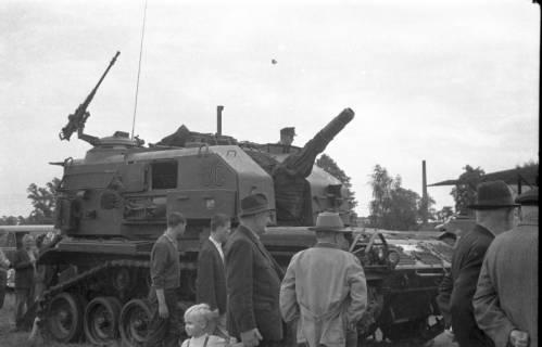 ARH Slg. Fritsche 65, Werbeschau der Bundeswehr auf dem Schützenplatz, Burgdorf, ohne Datum