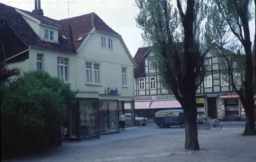 ARH Slg. Fritsche 73, Marktstraße mit dem Kaufhaus Scheele und dem Vorplatz der Kirche, Burgdorf, ohne Datum