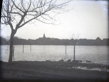 ARH Slg. Grabenhorst 18, Leinehochwasser und Blick auf die Stadt, Neustadt a. Rbge., vor 1924