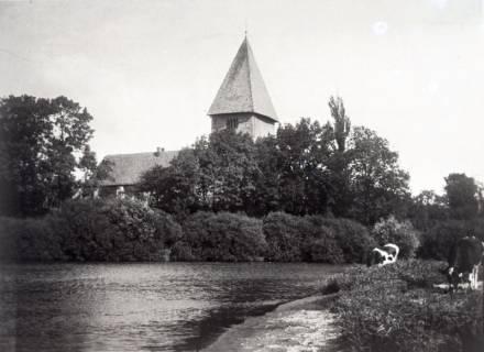 ARH Slg. Grabenhorst 26, Kirche von westlichem Ufer der Leine aus gesehen, Basse, vor 1924