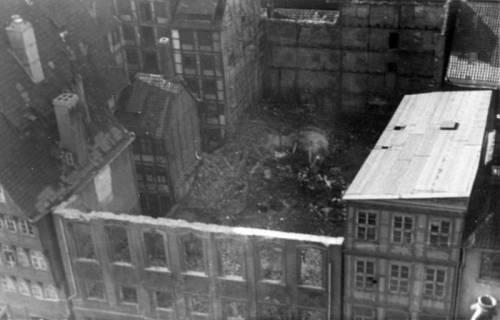 ARH Slg. Janthor 0006, Blick vom Dachstuhl der Marktkirche, Hannover, 1944