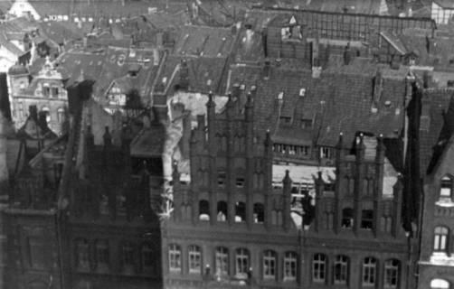 ARH Slg. Janthor 0007, Blick vom Dachstuhl der Marktkirche, Hannover, 1944