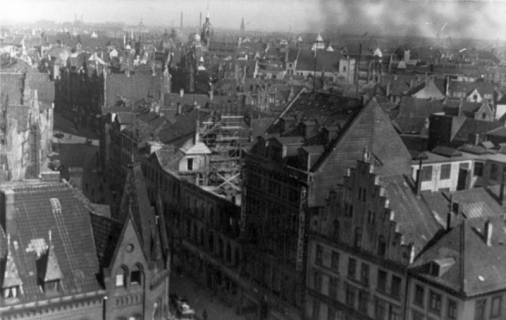 ARH Slg. Janthor 0008, Blick vom Dachstuhl der Marktkirche, Hannover, 1944