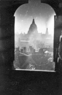 ARH Slg. Janthor 0012, Blick aus der Marktkirche auf das neue Rathaus, Hannover, 1943