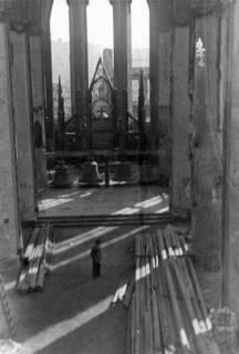 ARH Slg. Janthor 0016, Blick in das Kirchenschiff der Marktkirche, Hannover, 1945