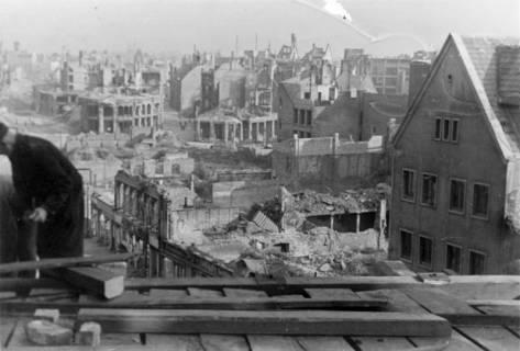 ARH Slg. Janthor 0024, Blick von der im Wiederaufbau befindlichen Marktkirche auf die zerstörte Innenstadt, Hannover, 1947