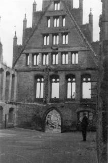 ARH Slg. Janthor 0034, Altes Rathaus am Kriegsende, Hannover, 1945