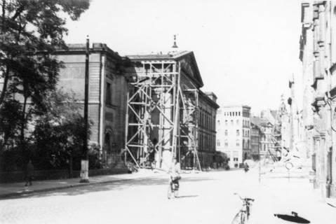 ARH Slg. Janthor 0038, Leinstraße nach einem Angriff, Hannover, 1944