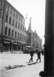 ARH Slg. Janthor 0040, Leinstraße nach einem Angriff, Hannover, 1943