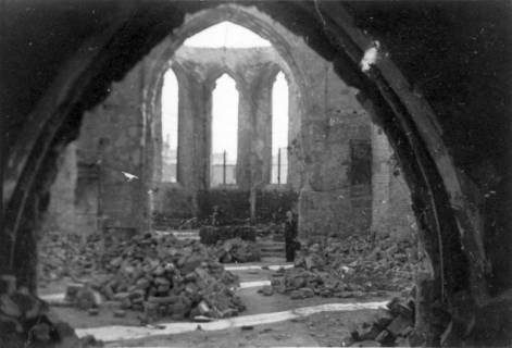 ARH Slg. Janthor 0167, Blick in das zerstörte Kirchenschiff der Kreuzkirche, Hannover, 1947