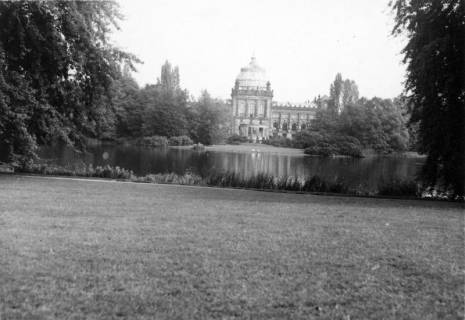 ARH Slg. Janthor 0197, Blick über den Maschteich auf das Landesmuseum. Hannover, 1943