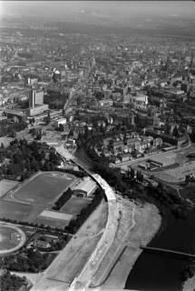 ARH NL Koberg 1, Westschnellweg im Bau mit Blick auf Leine und Sportplatz, 1959