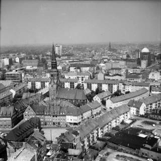 ARH NL Koberg 18, Blick von der Marktkirche auf die Kreuzkirche, 1962